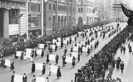 Suffragists_Parade_Down_Fifth_Avenue,_1917 (2)